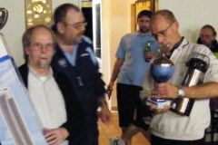 Uwe-Ricardo_mit_Pokal